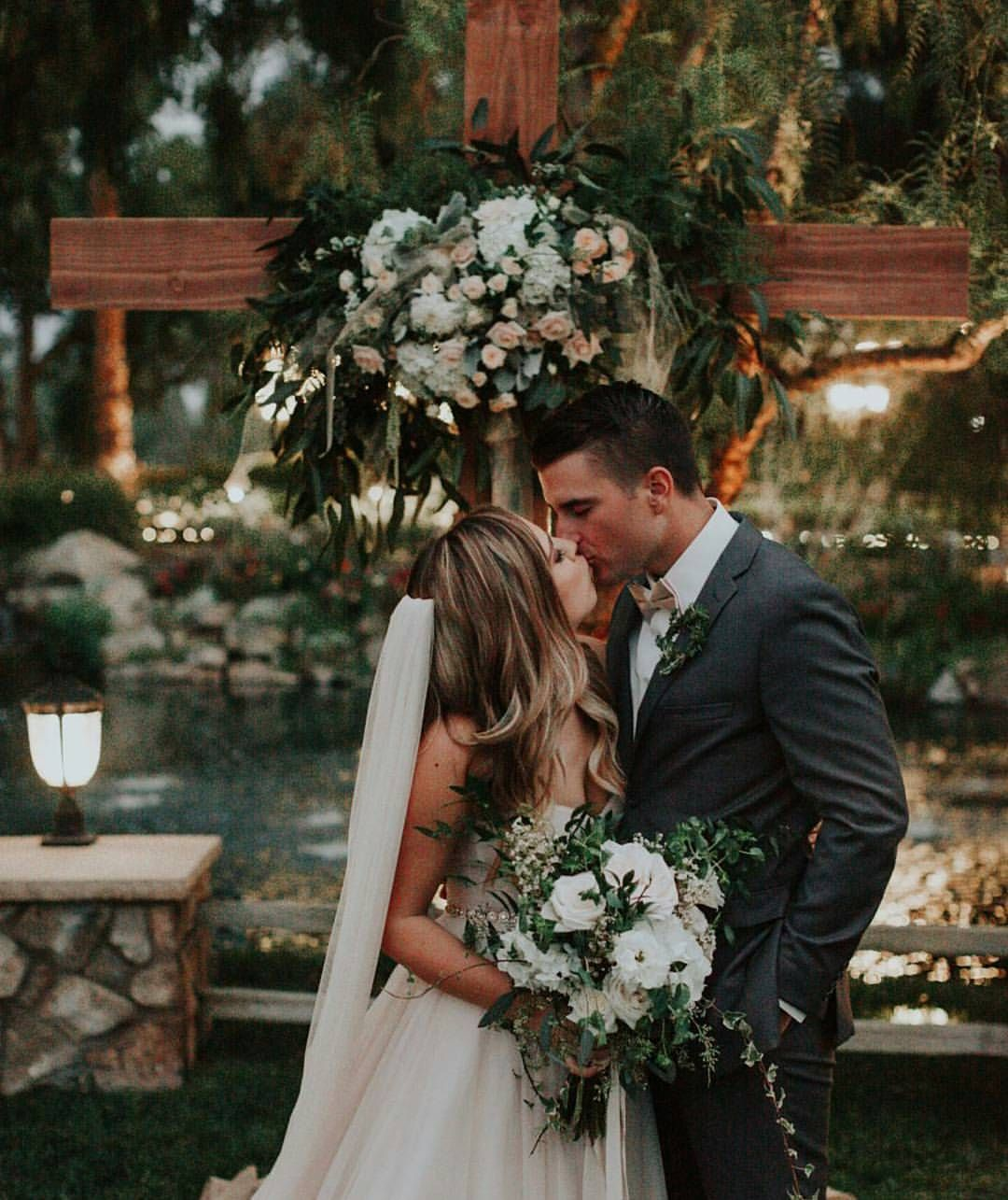 Wedding Chapel Decoration Ideas: Pin By Jessica Marie On Flowers In 2019