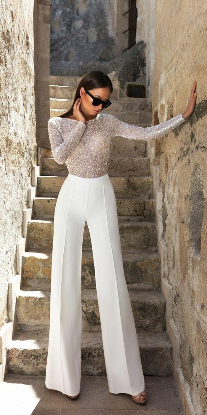 pantalon tailleur, pantalon smoking femme, modèle évasé a pinces, blouse moulante a manches longues,…