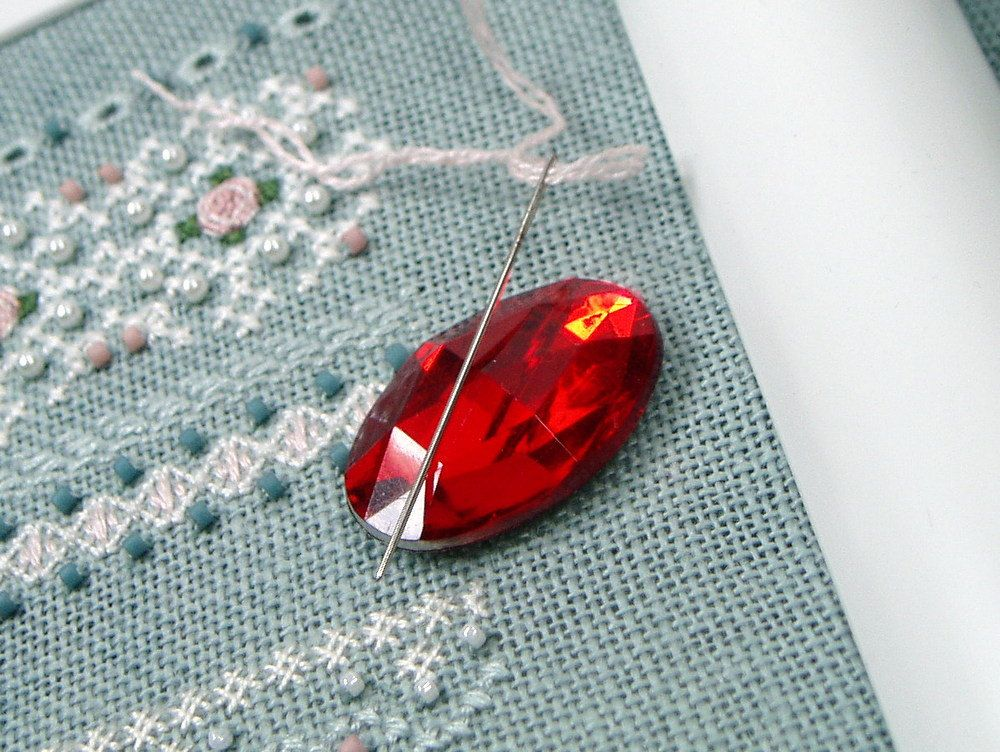 Faceted Oval #Needle #Minder Beaded Needle #Magnet Cross Stitch Hardanger #Needlepoint Gadget DIY Crafts Needle Keeper - pinned by pin4etsy.com