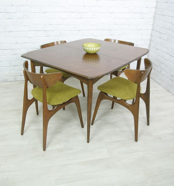 1950s American Mid Century Modern Small Round Top: Extending Dining Table & Four Chairs Manufactured By
