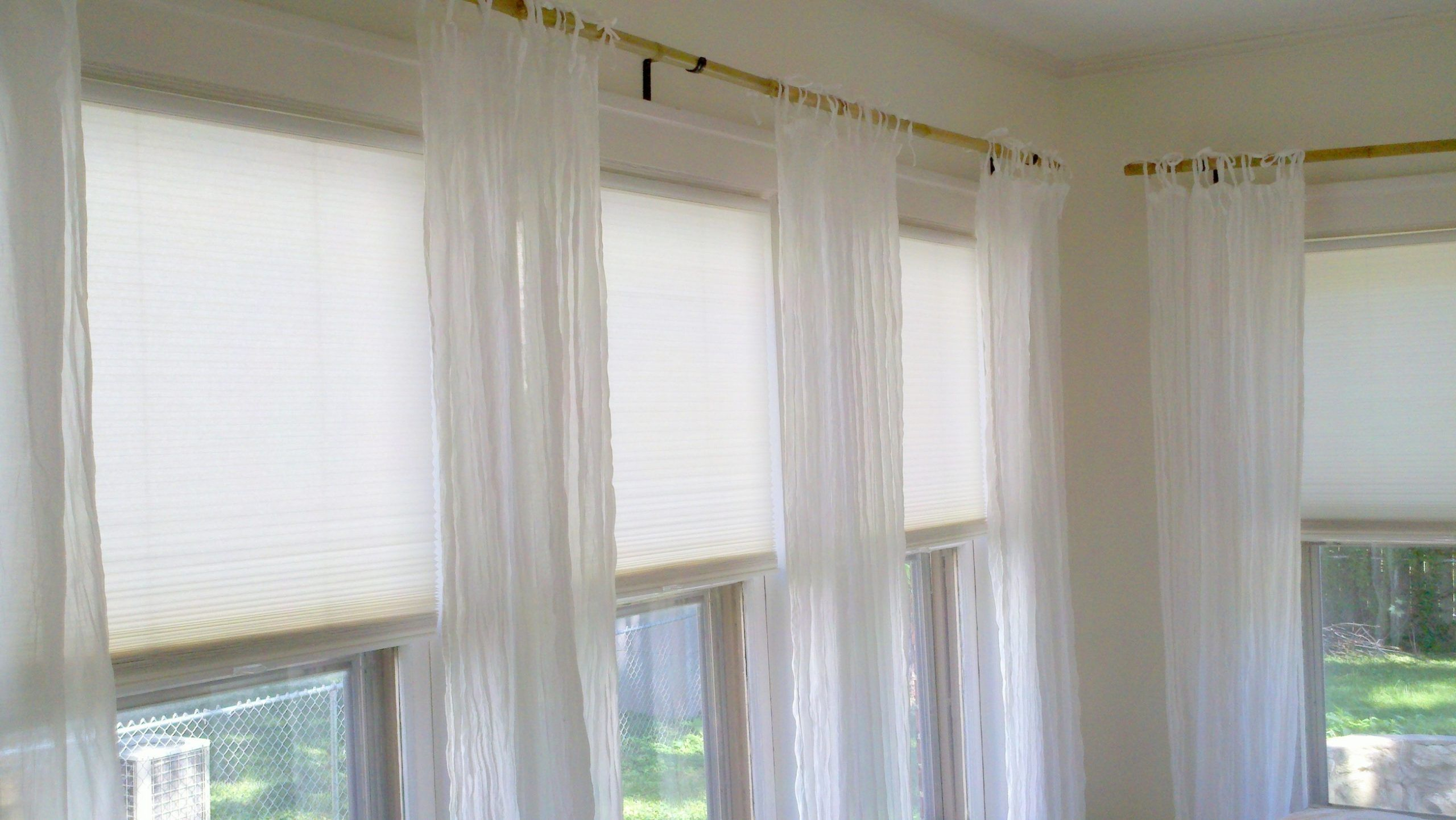 10 Unique Curtains For Windows Close Together In 2020 Window