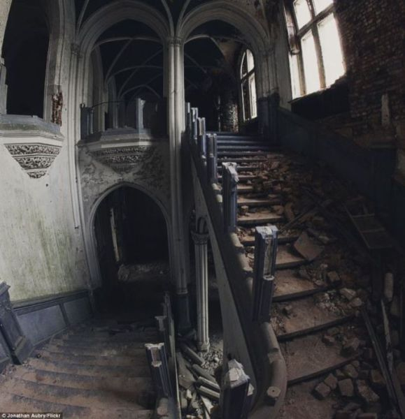 A Hauntingly Beautiful Abandoned Castle In Belgium (44