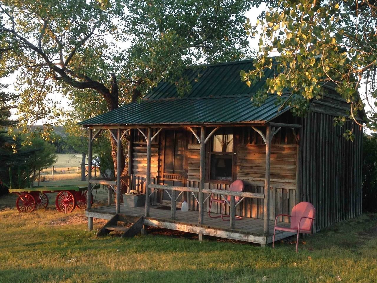 Pin By Valeria On Small Homes Backyard Cabin Log Cabin Rustic Small Log Cabin