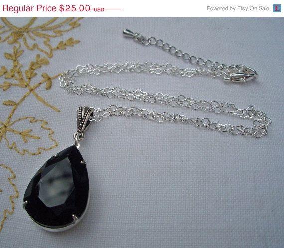 SALE 10 Off Office Fashion Black Necklace Art par ParisienneGirl