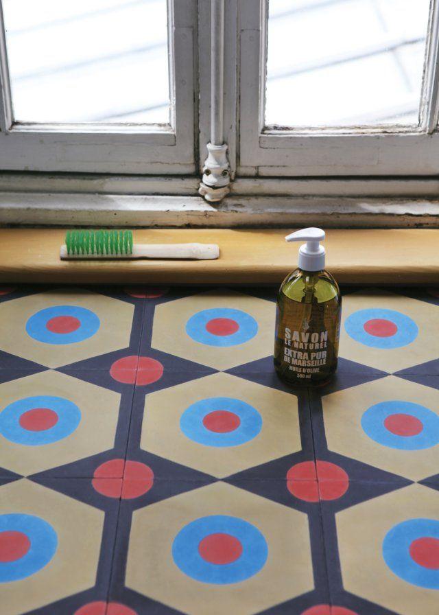 Un carreau ciment esprit peinture naïve Nass, nasser, sauber - peindre le carrelage sol