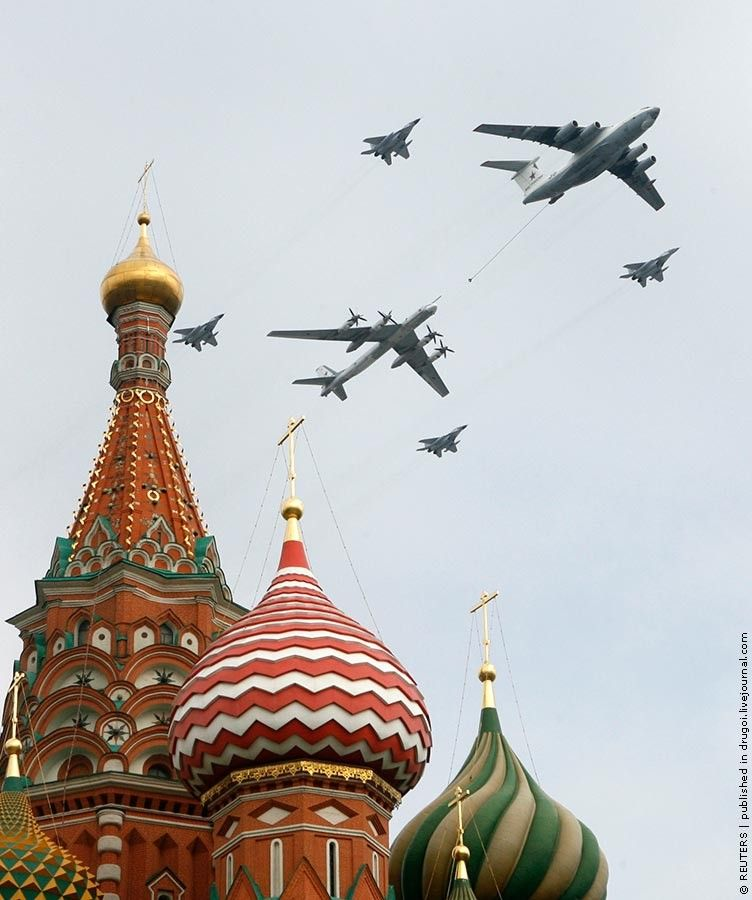 Russian Airshow - planes over St. Basil's