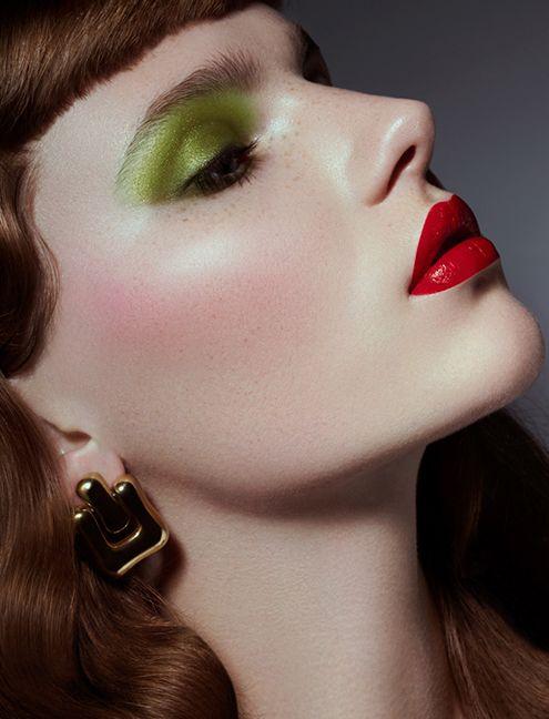Red Lips Green Eyeshadow Make Up Look Green Eyeshadow