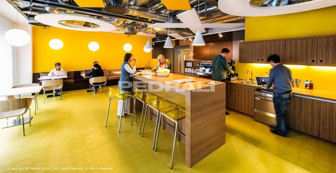 Sedie tavoli e sgabelli in plastica legno e metallo per arredamento