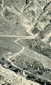 GM082: Serpentines on the road to Himara, taken from Llogara Pass (Photo: Giuseppe Massani, 1940).