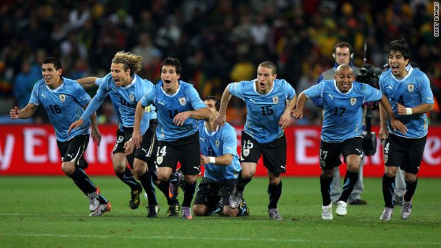 Uruguay Beat Ghana On Penalties To Reach The World Cup 2010 Semifinals Soccer Diego Forlan Soccer Players