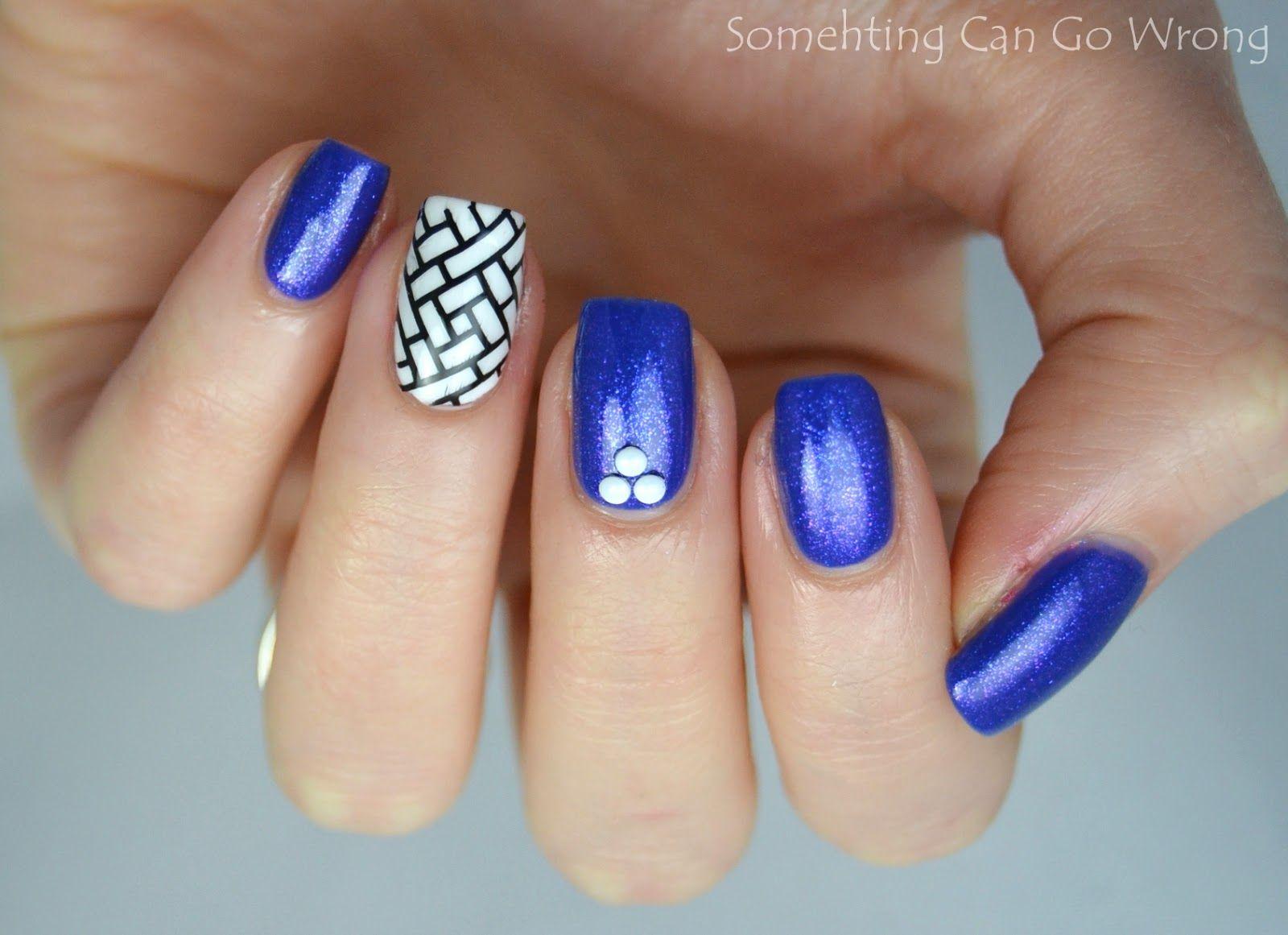 Blue skittlette nail art