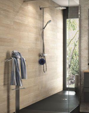douche l 39 italienne carrelage noir mur imitation bois sdb pinterest carrelage noir. Black Bedroom Furniture Sets. Home Design Ideas