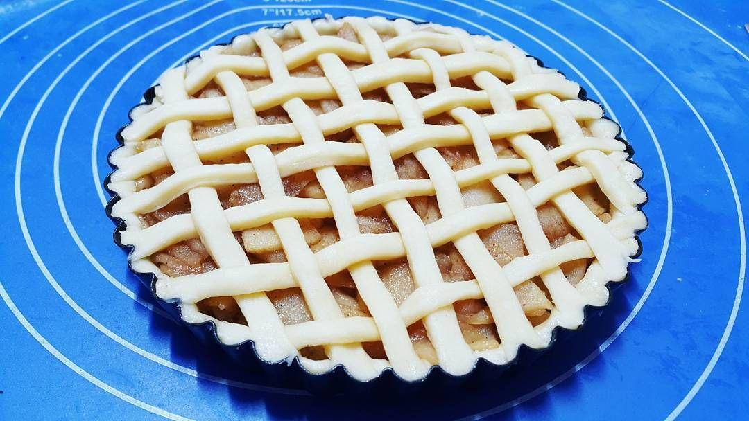 격자무늬는 너무 귀찮다 #애플파이 #사과파이 #사과타르트 #애플타르트 #apple #applepie #appletart #pie #food #baking #homebaking #homemade #daily #dailyfood #고딩 #고2  #dessert #sweet #instafood #굽스타그램 #빵스타그램 #디저트스타그램 #먹스타그램 #베이킹스타그램 #일상스타그램 #like4like #위즈웰오븐 #99