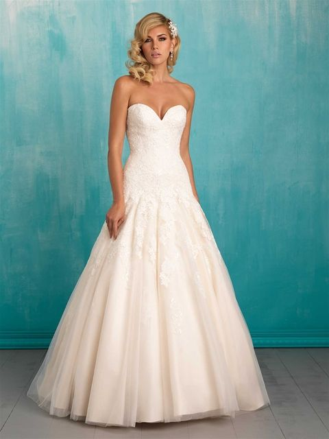 This Strapless Gown S Lace Bodice Trails Fl Liques To A
