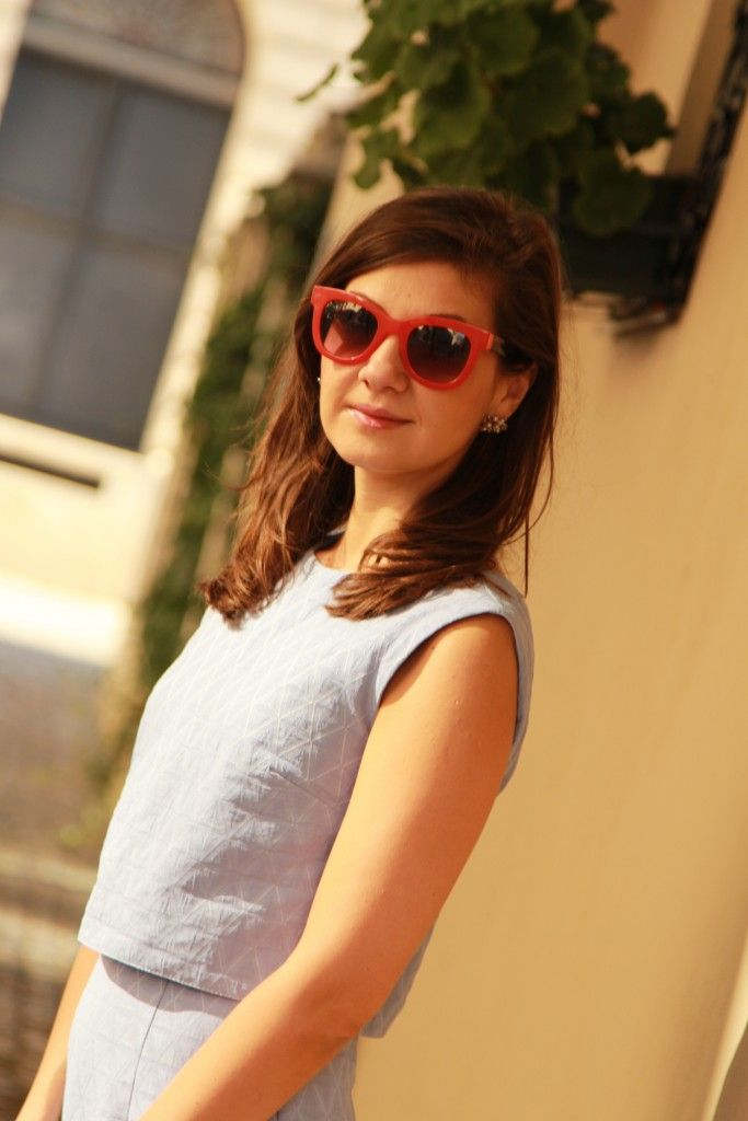 Blue dress and orange sunglasses <3
