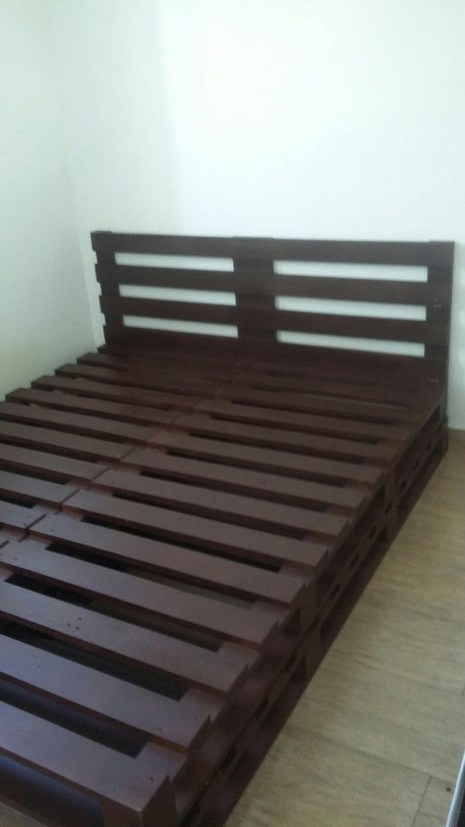 Cama queen de pallet com cabeceira | Pallets, Pallet furniture and ...