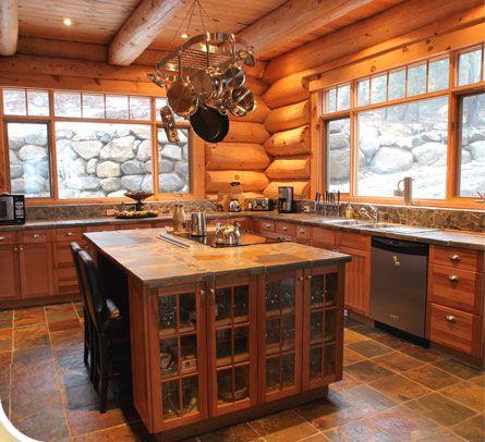 Intérieur de chalet en bois rond | Maison bois rond, Maison ...