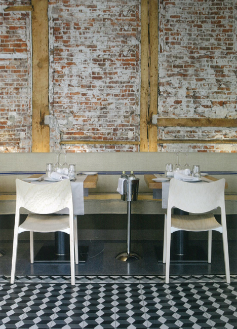 exposed brick wall+wooden frame+art deco flooring | Rest, cafe, bar on