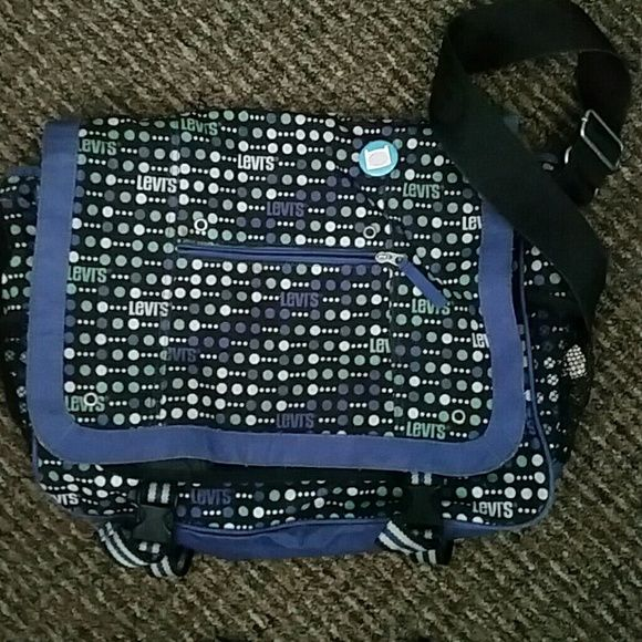 Messenger Backpack Previously used messenger bag. It was carried for one school year and is still in 7/10 condition Levi's Other