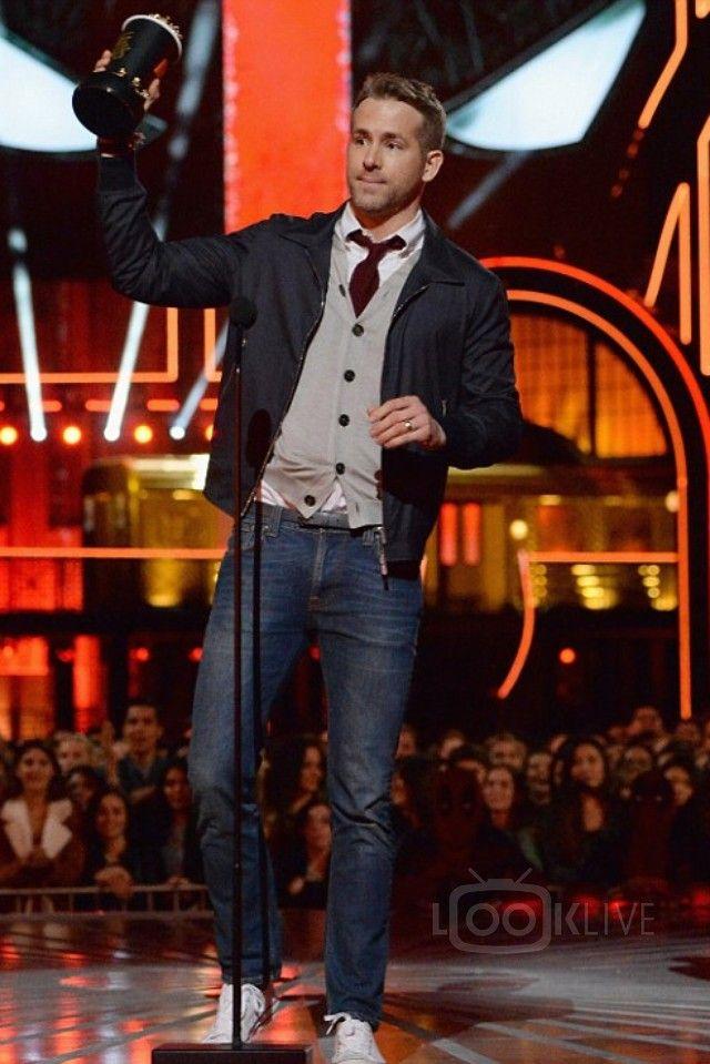 Ryan Reynolds wearing Converse Chuck Taylor All Star Low