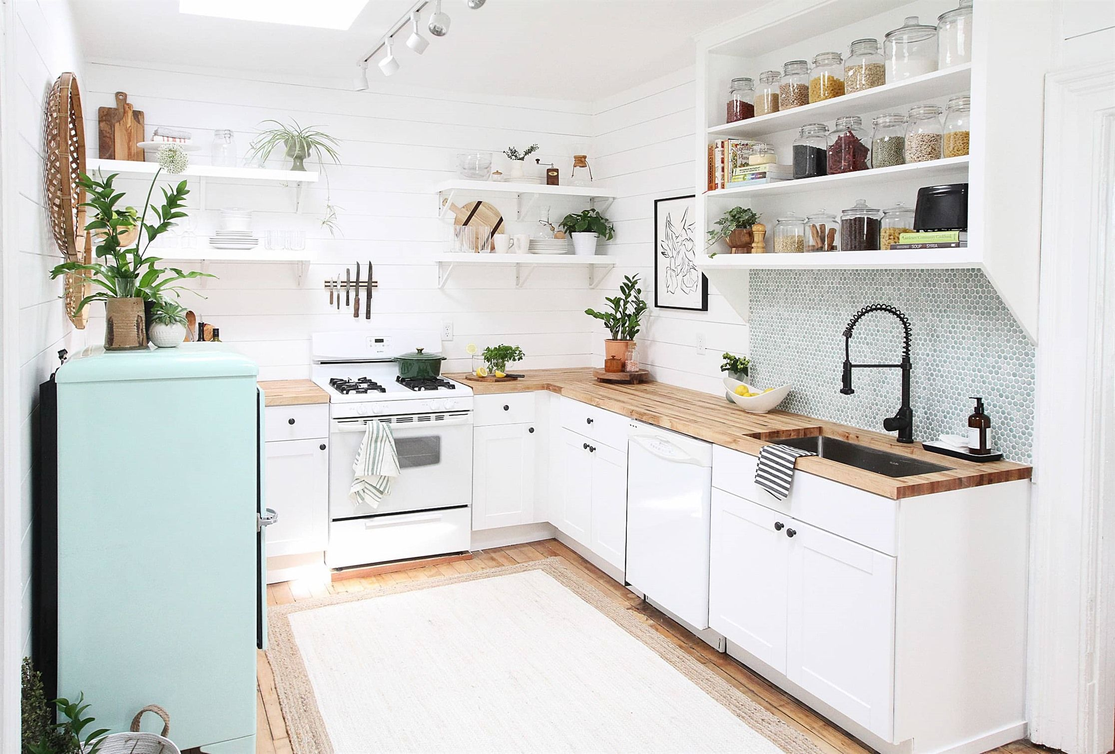 26 Unearthly Apartment Kitchen Remodel Ideas : Hair Raising ...