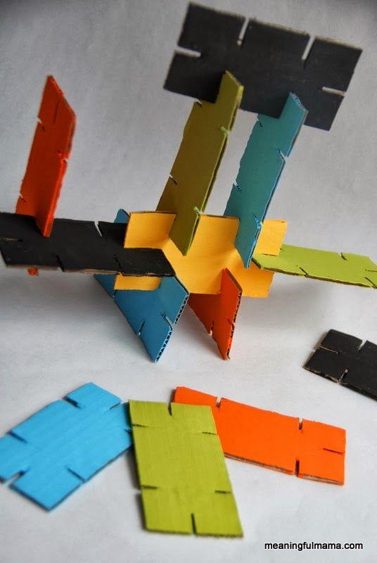 Si hay un juego sencillo para niños es cualquiera relacionado con las construcciones. Además fomenta la imaginación y la visión espacial, p...