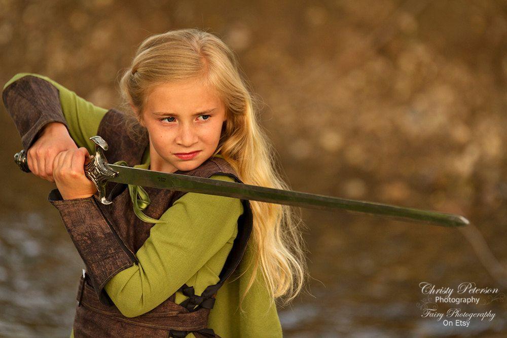 girl sword (1000×667)