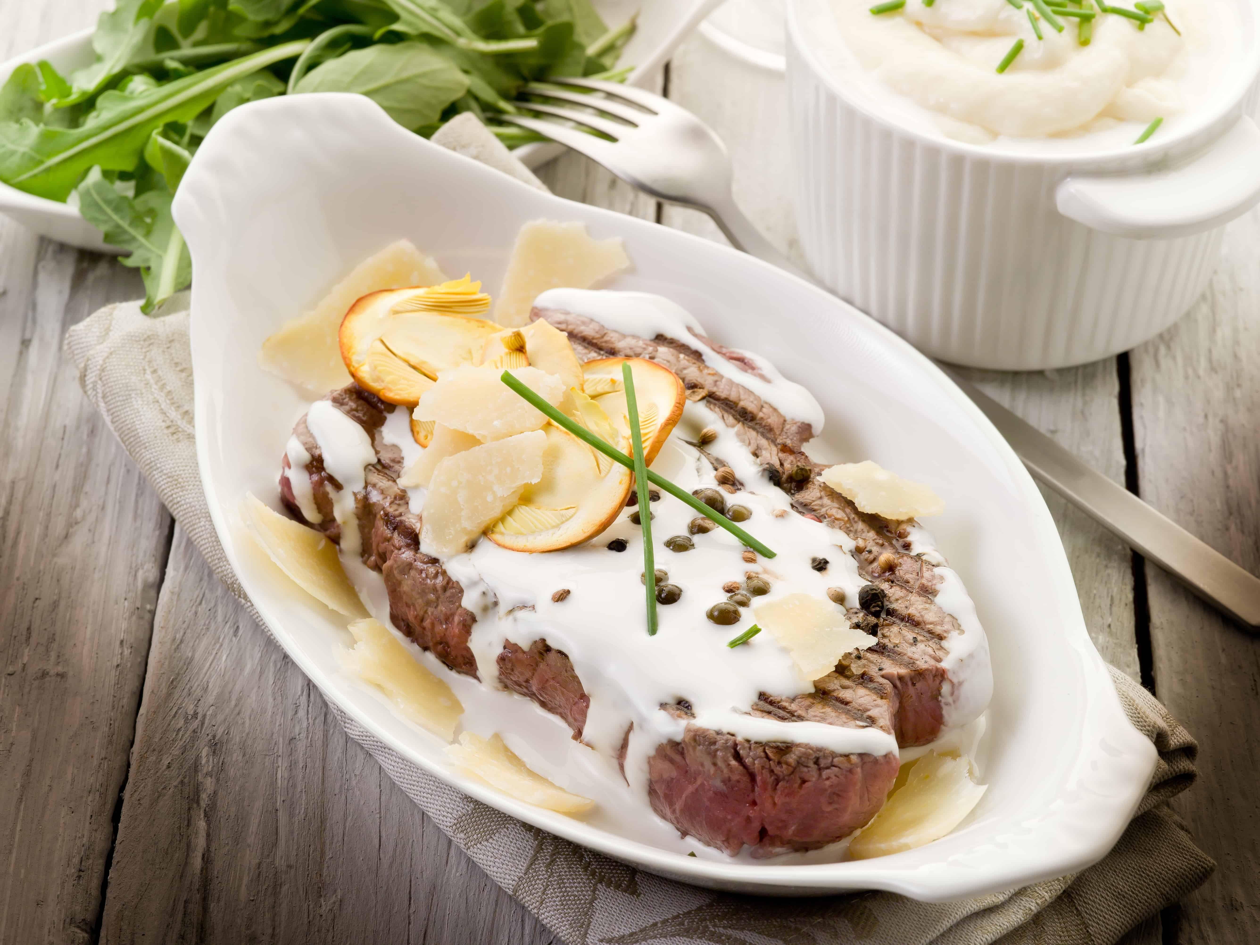 Il Filetto al Pepe Rosa è un piatto di carne ideale da servire durante le  occasioni f93863e30b53
