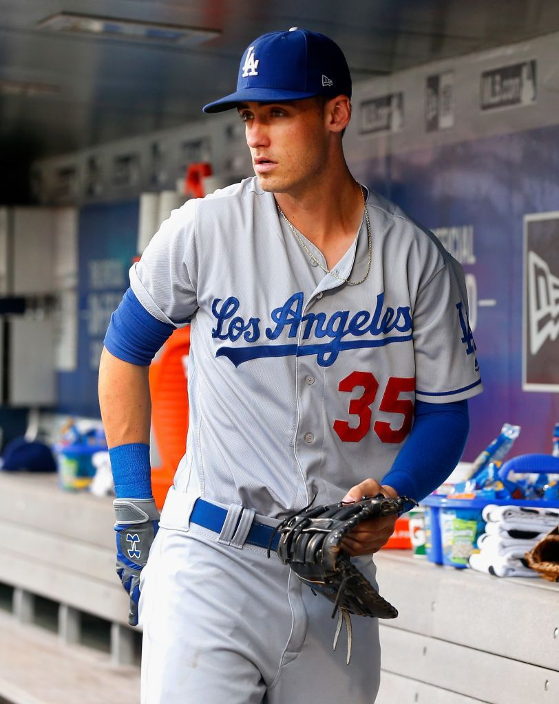Photo of Cody Bellinger of the Los Angeles Dodgers prepares for a game against…