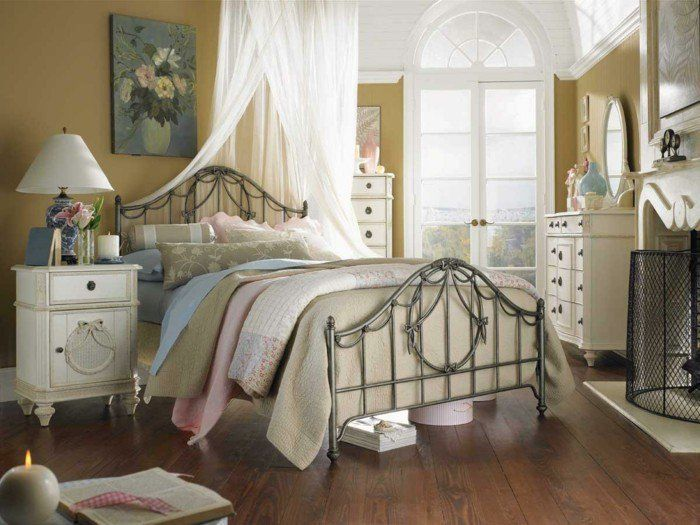 wohnungseinrichtung boho stil schlafzimmer metallbett nachtkonsole