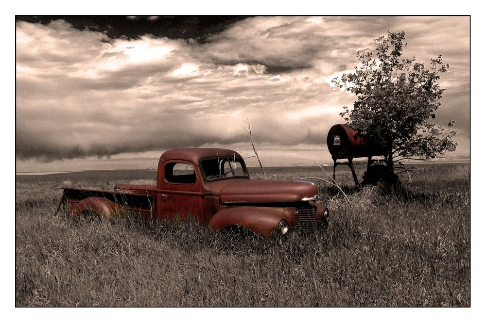 A glimpse into a simpler time. Love! Abandoned cars, Old