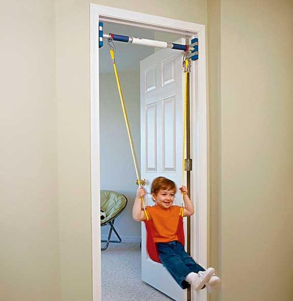 Columpio para casa que se instala en el marco de una puerta ...
