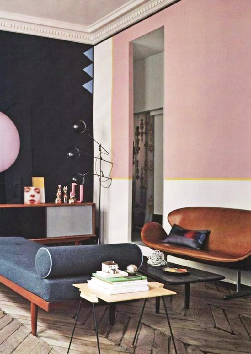 Vintage living room with pink accent wall and blue daybed on Thou Swell  @thouswellblog