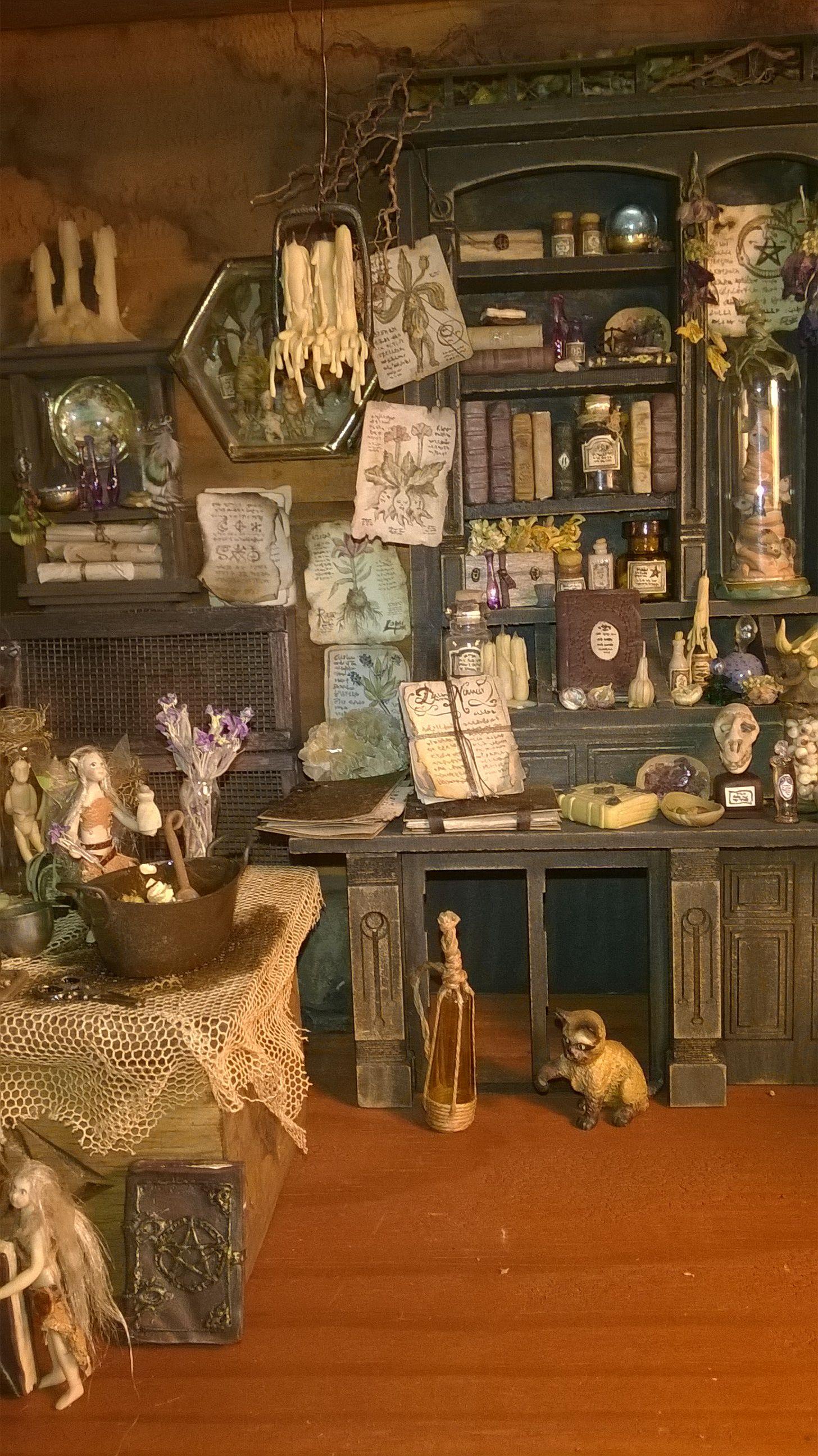 miniatura de Almudena Gonz lez interior de la casa de la bruja