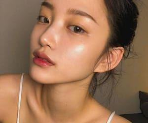 imagem de aesthetic asian and kbeauty  beginners eye