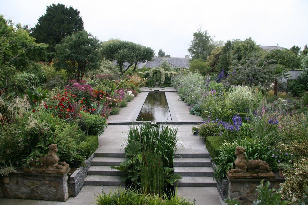 Helen Dillon Garden Dublin Irish Garden Water Features In The Garden Garden