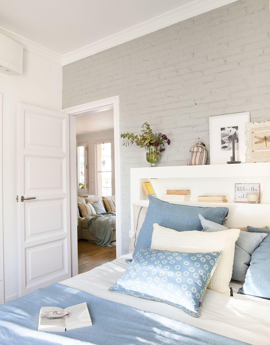 Dormitorio con pared de ladrillo viesta pintada de gris for Decoracion dormitorio gris