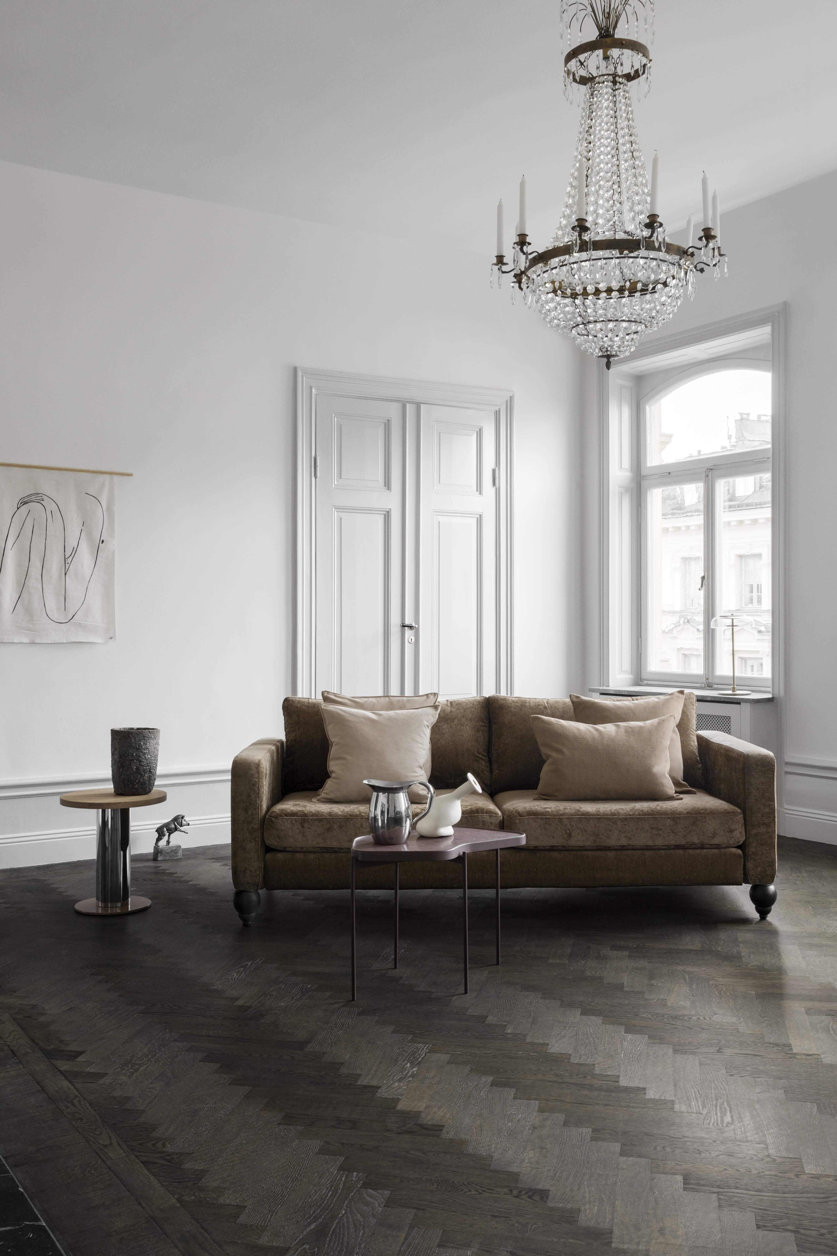 Warm Shades Of Acorn Chestnut And Nougat Aren T Going Away Anytime Soon We Love How It Pops Against This Classic Crisp Wh Furniture Legs Furniture Ikea Sofa