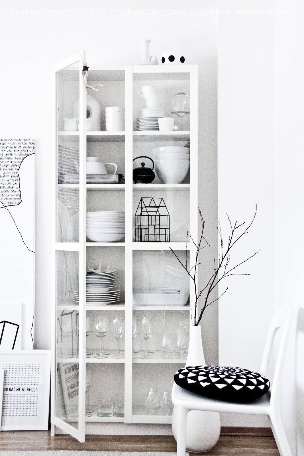 ikea billy glasvitrine weiss m bel i objects pinterest glasvitrinen ikea und weiss. Black Bedroom Furniture Sets. Home Design Ideas