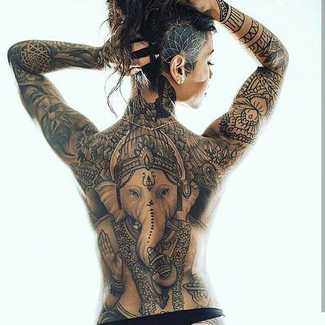 Frauen rücken tattoo