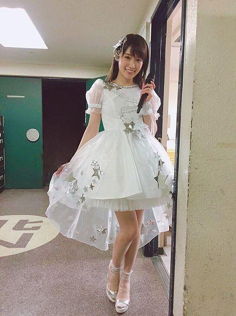 「高山一実 ドレス」の画像検索結果