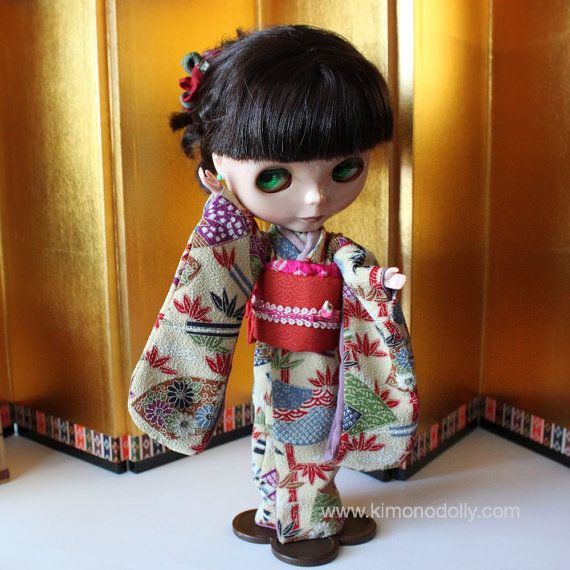 ニューモデルネオブライスドール用の着物と帯を和布を使って仕立てましたクリーム地の和模様の着物と橙色の帯KNB006 by KimonoDollyDecoarte