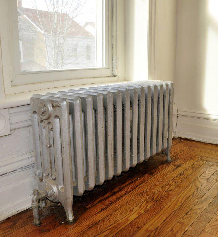 un radiateur en fonte