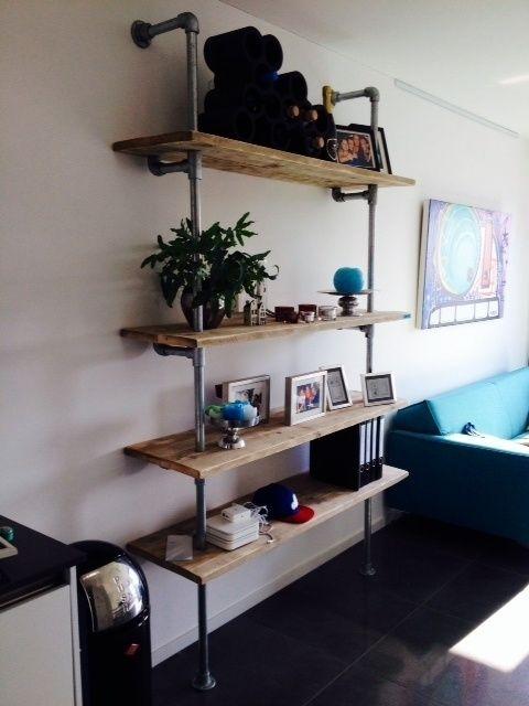 Wandmeubel met 4 planken van steigerhout met steigerbuis | Kasten van steigerhout & steigerbuis | JORG`S Houten Meubelen