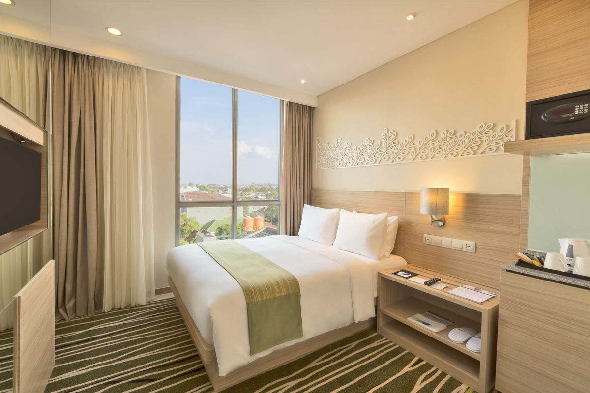 accessible room at holiday inn express semarang simpang lima with