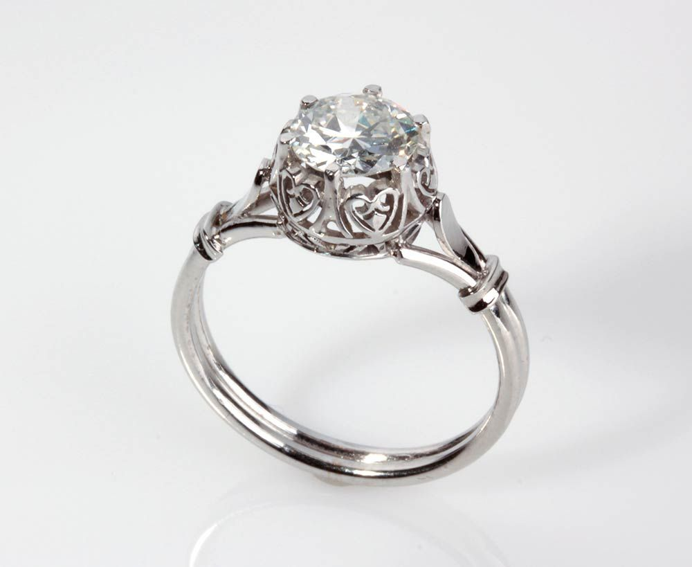 GOLD DIAMOND RING; brilliant-cut diamond weighing 0.97 carats, H color, VS clarity. Size US 7. Weight 3.5 gr. Item condition grading: **** good.