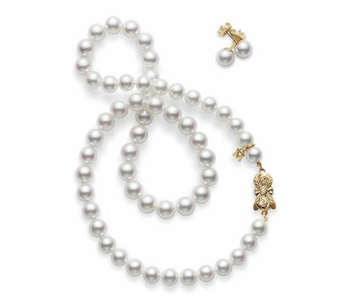 I love the clasp on these pearls
