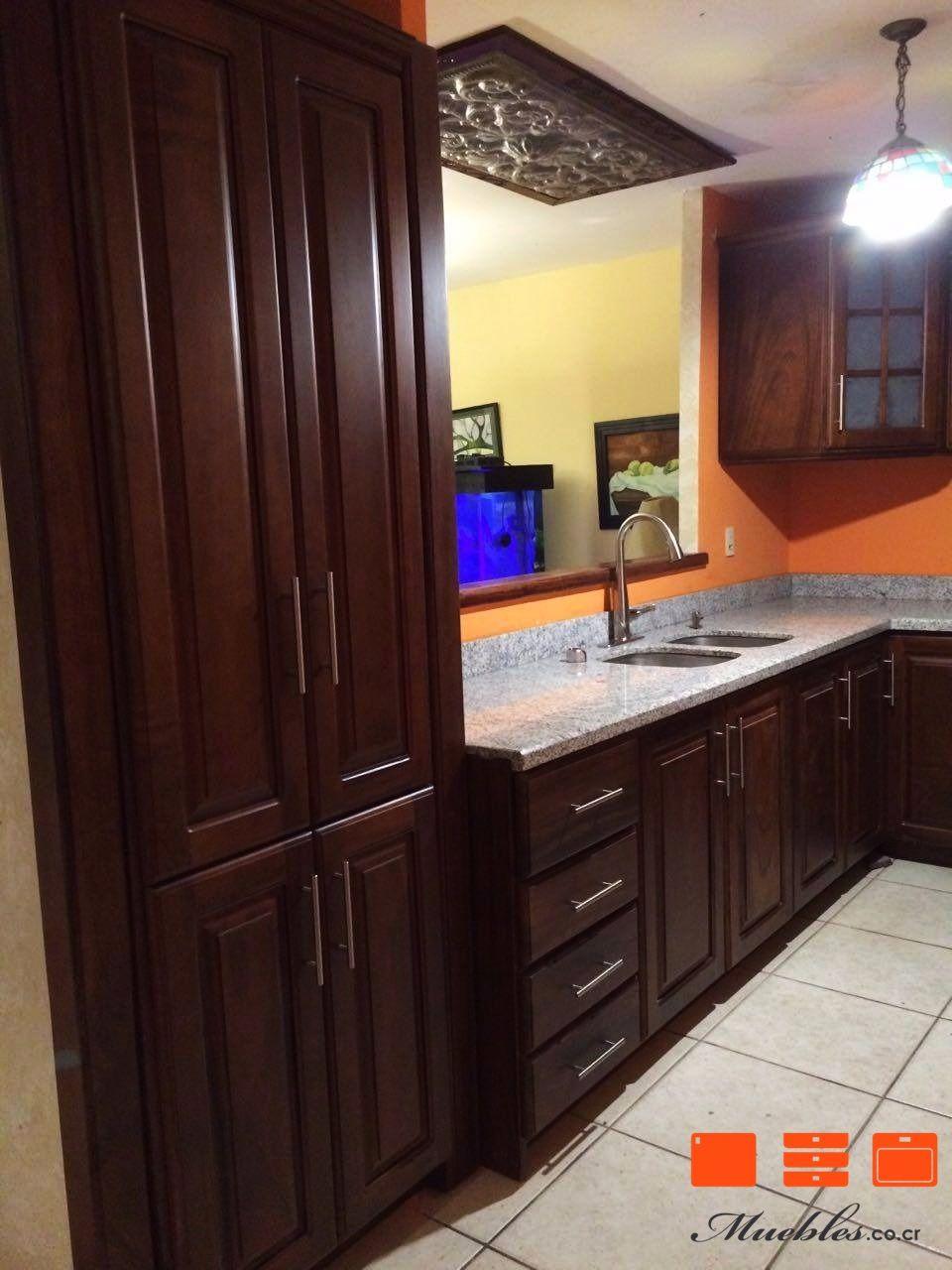 Mueble de cocina con refrigerador, pileta y cocina empotrados ...