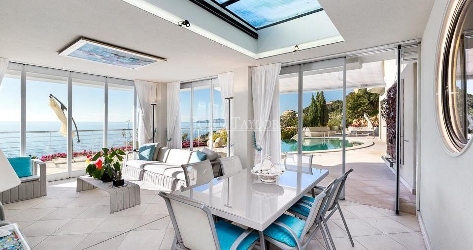 Seafront Californian Villa - Winter Lounge with Terrace, Veranda to Pool and Sea View