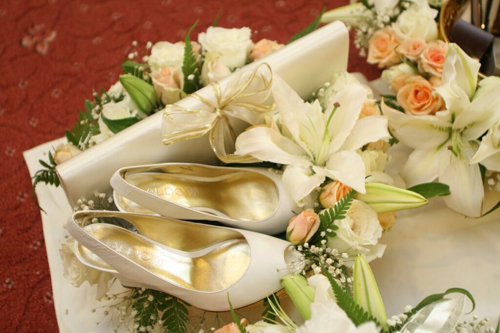 Pin By Nadia Y On Flowers Lily Flower Arrangements Wedding